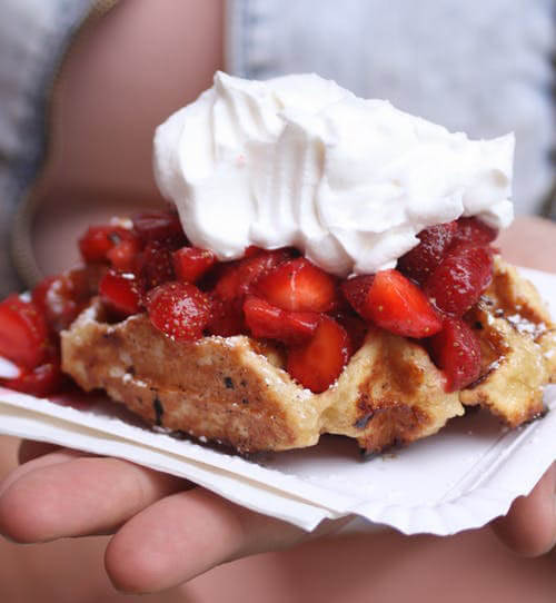 Quick dessert of waffle with cream and strawberries